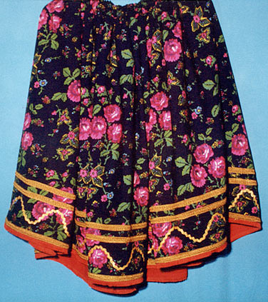 "wide skirt with ""brush"""